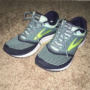 Women's running shoe 7.5